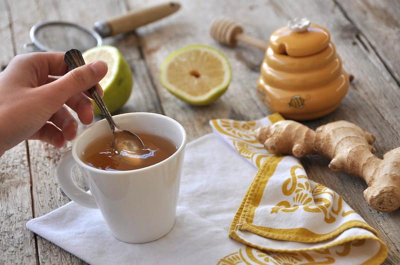Tisana zenzero, limone e miele: raffreddore addio!